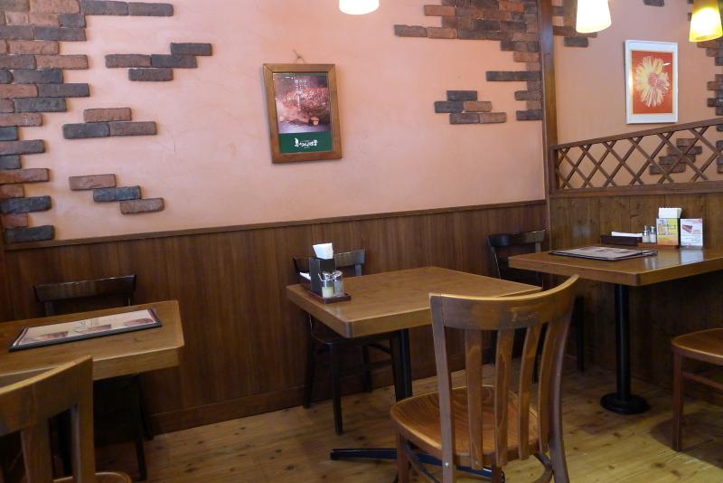 水道橋駅近くのステーキと焙煎カレーの店ふらんす亭の店内