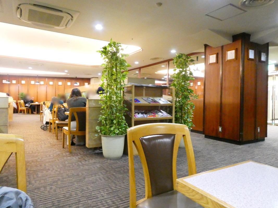 豊島区池袋の純喫茶フラミンゴの店内