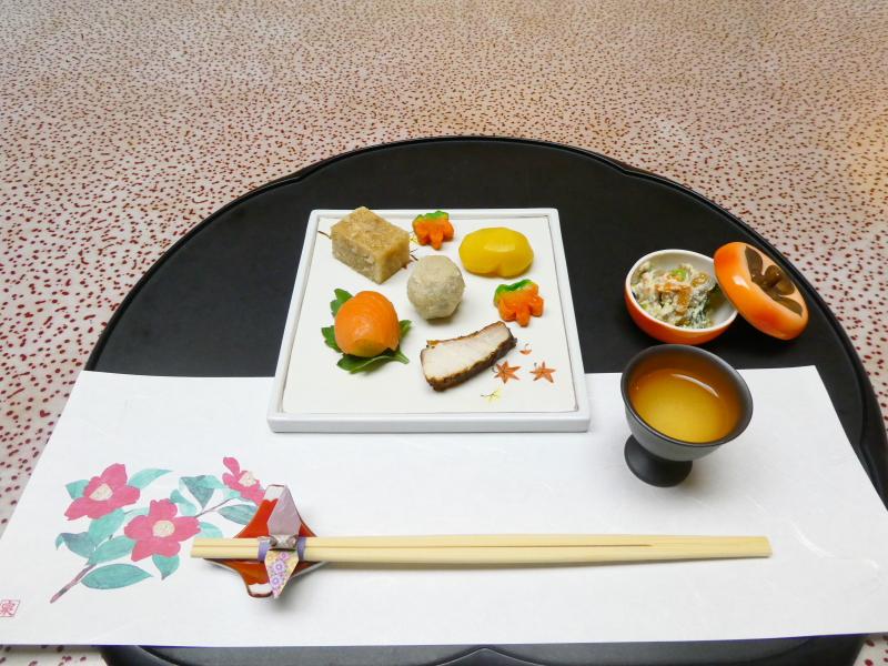 下田野の花亭こむらさきの夕食 先付と前菜と食前酒