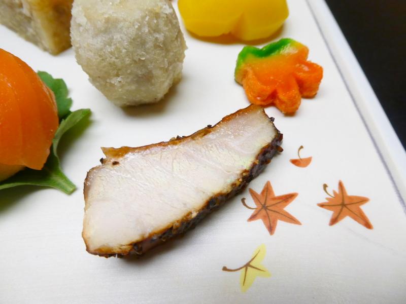 下田野の花亭こむらさきの夕食 前菜 金目鯛の燻製