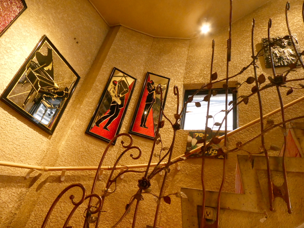 熱海_喫茶アジールに続く階段のてすり