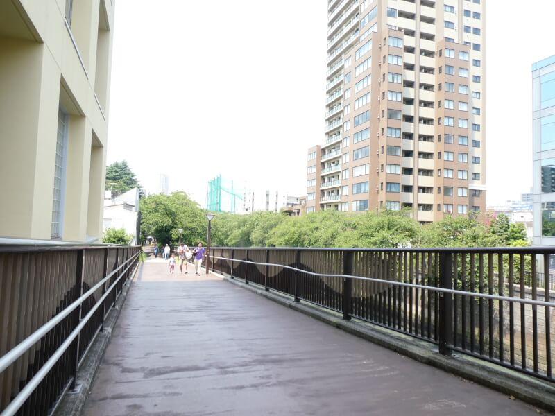 目黒美術館に続く遊歩道